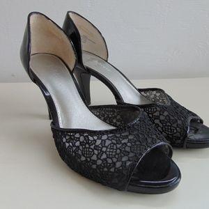 Liz Claiborne size 8.5M Black High Heel Shoes